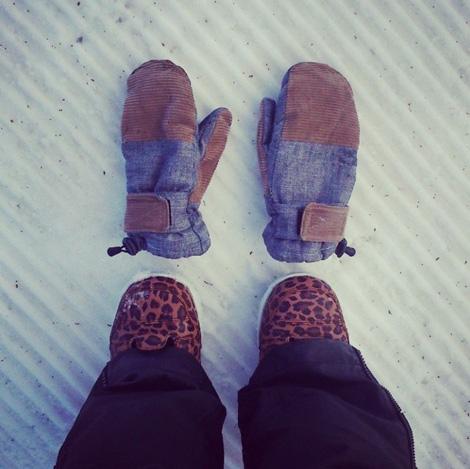 gloves_jeans